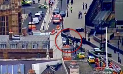Torna la paura a Londra, auto su folla a Westminster. Arrestato uomo originario delle Midlands