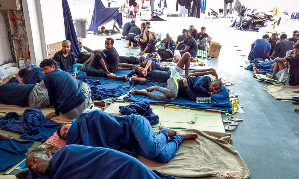 """Migranti a Rocca di Papa, rivolta social: """"Non li vogliamo"""". E se la prendono pure col Papa"""