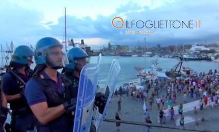 Nave Diciotti, momenti di tensione sul molo di Catania