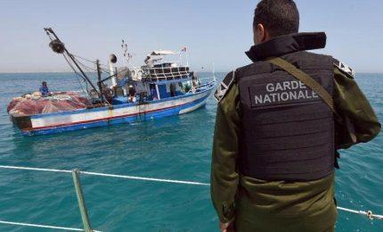 Tunisia, fermati 9 jihadisti su barca migranti per l'Italia