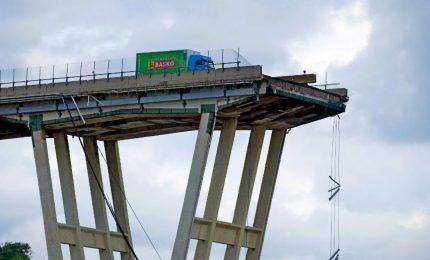 Crollo ponte Morandi, procura indaga 20 persone e Autostrade