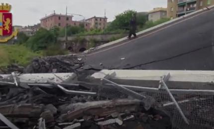 Crollo Genova, nuove immagini primi soccorsi dopo collasso