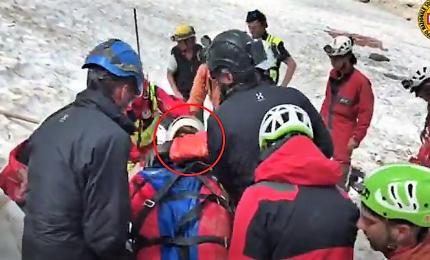 Ecco come i soccorsi hanno salvato lo speleologo caduto