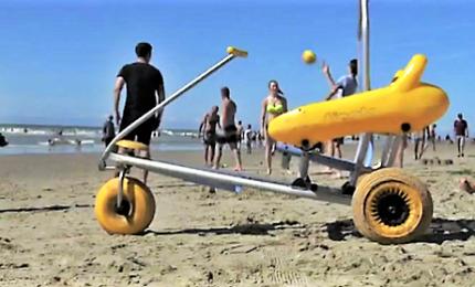 Francia, a Fort-Mahon la spiaggia attrezzata per disabili
