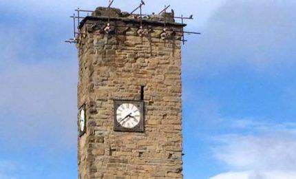 Sono passati due anni dal sisma: l'orologio simbolo fermo alle 3.36