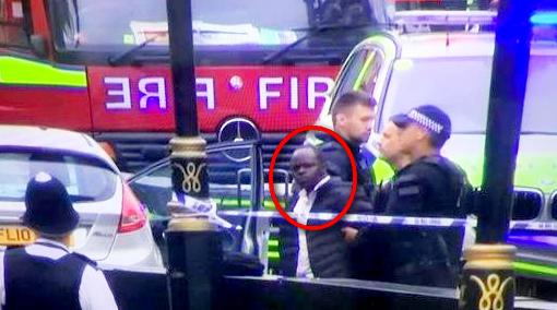 Londra, auto contro barriere fuori al Parlamento. Un uomo arrestato