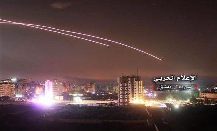 """Missili israeliani attaccano Damasco. La Siria accusa: """"I nostri sistemi di difesa hanno sventato un'aggressione"""""""