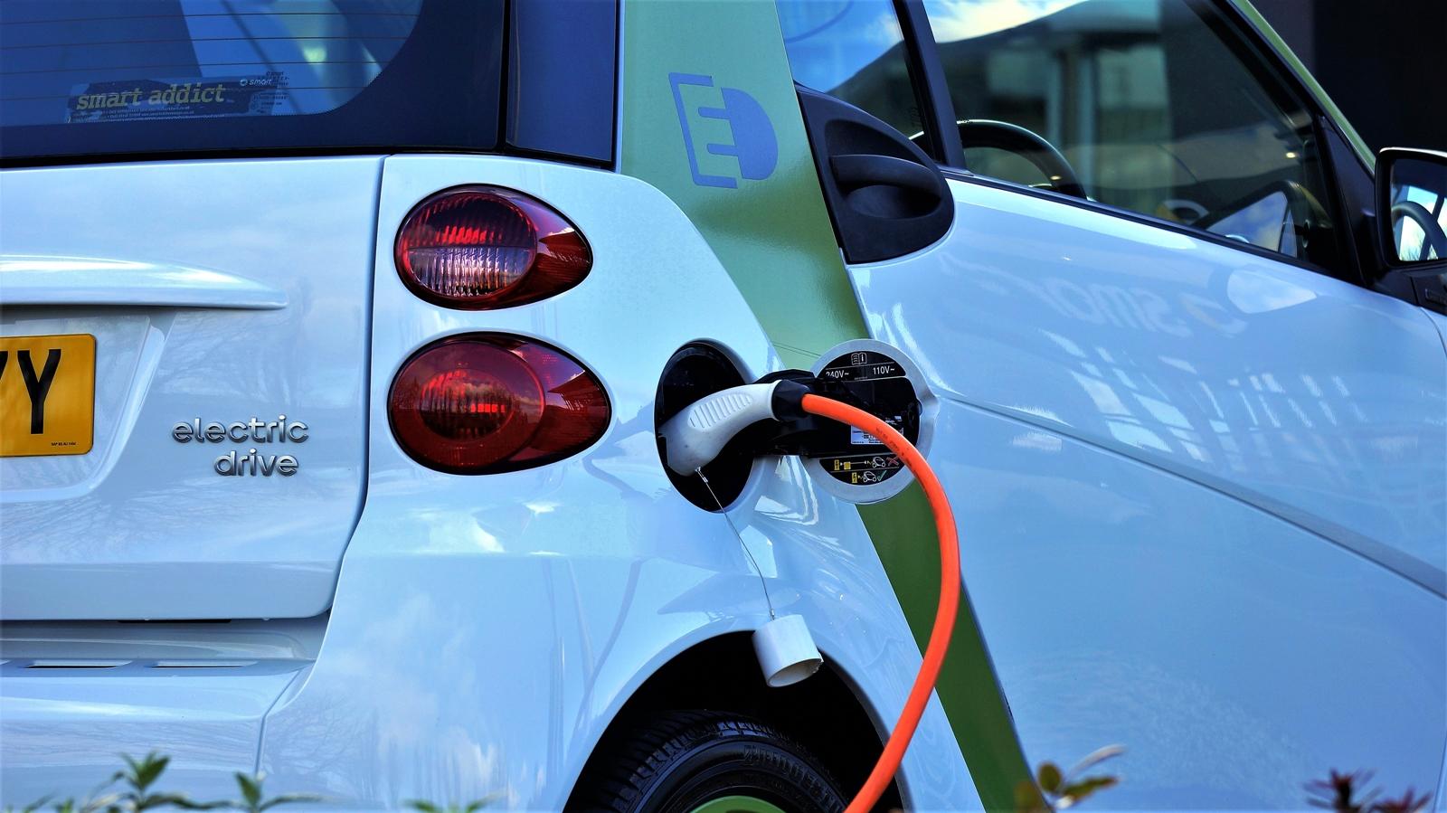 L'andamento delle auto elettriche e le prospettive future: +250% nei prossimi 2 anni