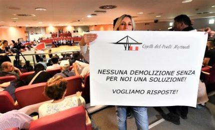"""Sfollati protestano al Consiglio regionale Liguria: """"Rivogliamo un futuro"""""""