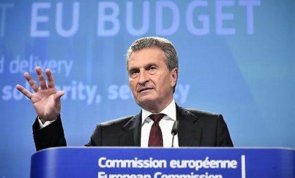 Il commissario Ue, Oettinger: l'Italia vuole distruggere l'Europa