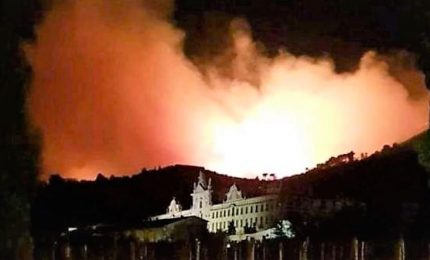 Incendio nel Pisano, nel video la furia di vento e fiamme