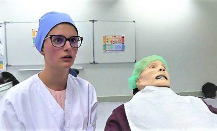 Manichini realistici e parlanti per preparare i futuri dentisti