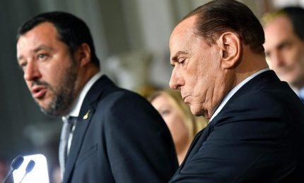 """Centrodestra torna """"unito"""". Berlusconi prevede fine governo, Lega frena"""