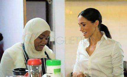 Meghan firma prefazione libro da cucina vittime rogo Grenfell