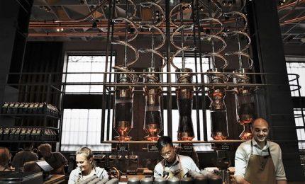 Starbucks a Milano, entusiasma i fan e non spaventa i bar
