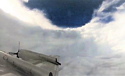 Un'aereo in mezzo all'uragano Florence, il video in time-lapse