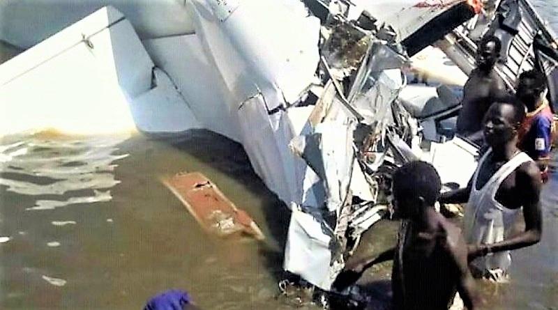 Sud Sudan, aereo precipita in un lago: 19 morti, salvo medico italiano