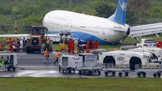 Boeing 737 fuori pista in atterraggio a Sochi, 18 feriti
