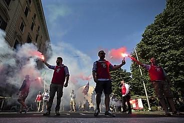 Aggressione a corteo antirazzista a Bari, 2 feriti