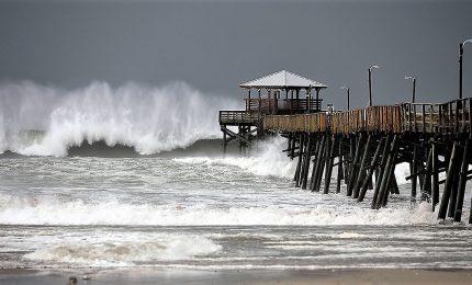 L'uragano Florence ha toccato terra in North Carolina. Le prime 380 mila case sono senza elettricità