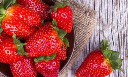 Le fragole, una manciata al dì benefici contro malattie infiammatorie croniche