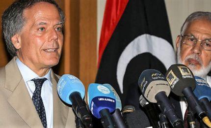 Attacco alla compagnia petrolifera libica, almeno 8 morti. E Moavero vola a sorpresa da Haftar