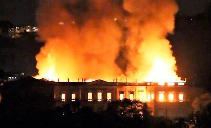 Incendio devasta il Museo nazionale di Rio De Janeiro