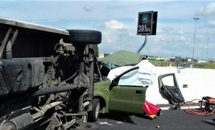 Scontro auto-furgone sull'A4, morti 2 militari. Cordoglio dell'Esercito