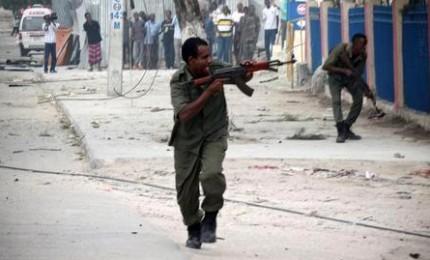 Attentato terroristico, almeno sei morti. Evitata  strage di bambini a Mogadiscio