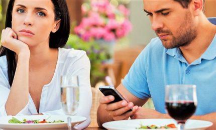 Le famiglie italiane a rischio disgregazione causa smartphone