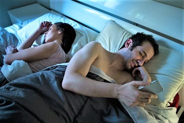 Il 45% dei matrimoni salta per tradimenti scoperti sui social