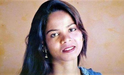 Asia Bibi scarcerata e trasferita in una località sconosciuta, islamisti in rivolta. La 47enne era stata condannata a morte per blasfemia