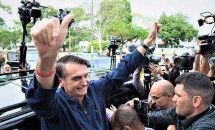 """Bolsonaro a Italia: """"Portate via Battisti, abbiamo già molti banditi"""""""