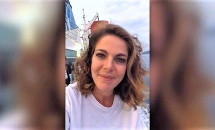 Claudia Gerini invita tutti al Festival del Teatro patologico