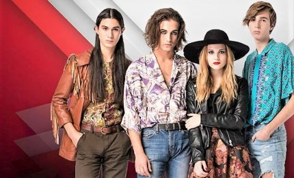 I Maneskin a sorpresa portano fan in un'altra dimensione