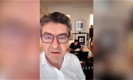 Perquisiscono casa Melenchon, e lui attacca Macron