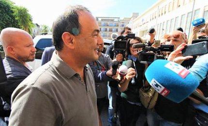 Mimmo Lucano entrando in tribunale: rivoglio la libertà