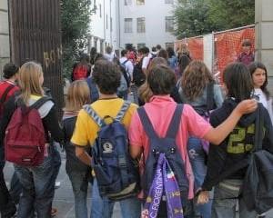 Spray urticante a scuola, 1500 evacuati a Sarzana