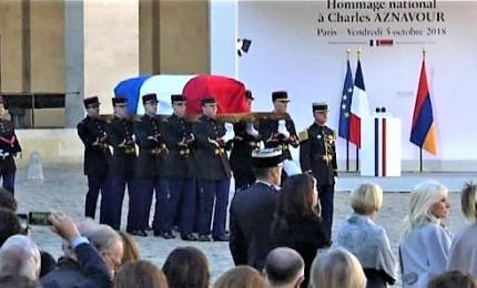 L'ultimo omaggio a Charles Aznavour alla chiesa armena di Parigi