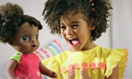 Arriva Baby Alive, la bambola biligue che insegna l'inclusività