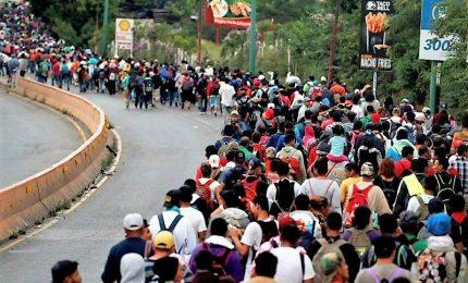 Migliaia migranti continuano marcia verso gli Stati Uniti