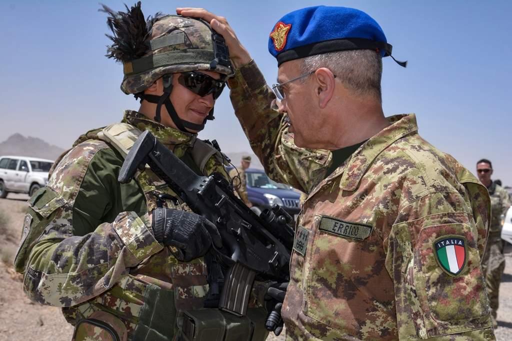 Via i primi 100 soldati dall'Afghanistan e 50 dall'Iraq