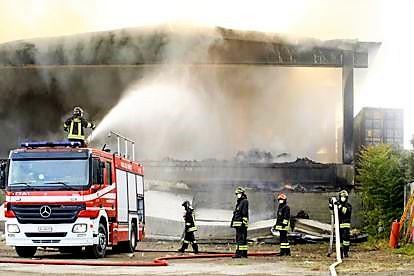 Maxi incendi devastano siti di rifiuti a Milano e hinterland