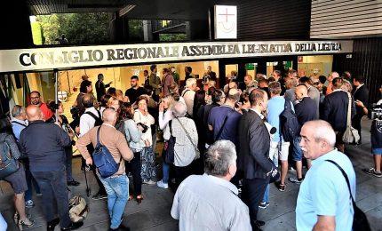 Rabbia e tensione Genova, sfollati in piazza