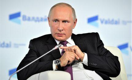 """Vladimir Putin: """"Idea di libertà di genere è imposta alla gente"""""""