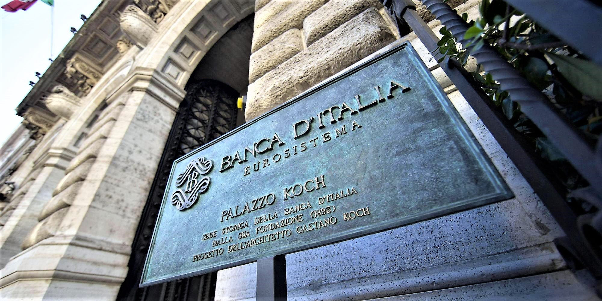 L'Italia sempre più povera, debito pubblico salito a oltre 2400 miliardi