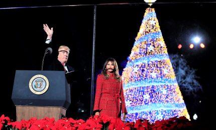 Donald Trump e Melania accendono l'albero di Natale a Washington