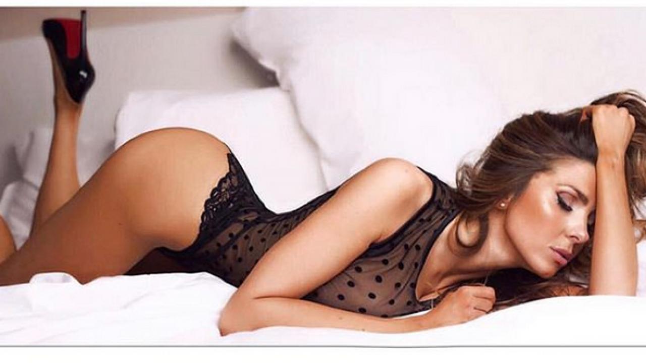 Calendario Donne Hot.Le Sexy Curve Di Manuela Ferrera Sul Calendario 2019