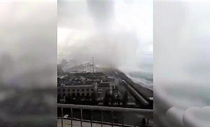 L'impressionante tromba marina che ha sfiorato Salerno