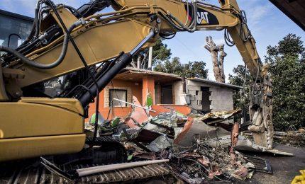 Ruspe sulle ville Casamonica. Raggi: abusive vanno abbattute